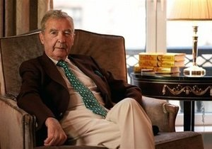 Скончался английский писатель, автор десятков детективов Дик Френсис