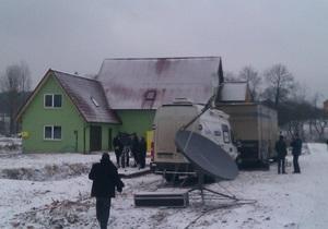 Во Львовской области милиция не подпускает жителей и журналистов к прямому включению с Януковичем