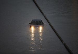 Сильнейшие дожди затопили Торонто, 300 тыс. человек - без электричества, город на грани транспортного коллапса