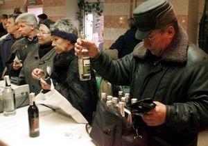 Опрос: Более половины россиян выпивают за компанию на рабочем месте