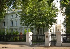 Британские консерваторы попали под огонь критики за участие в вечеринке в посольстве РФ