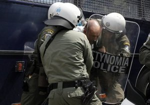 В Афинах полиция задержала около 70 демонстрантов