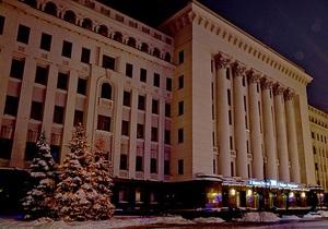 Здание Администрации Президента Украины украсили к Новому году