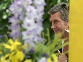 Ющенко собирает журналистов на лужайке Секретариата