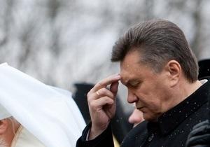 Янукович прибыл в церковь и помог охране отодвинуть ограждение