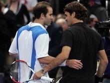 Федерер побеждает в матче легенд тенниса