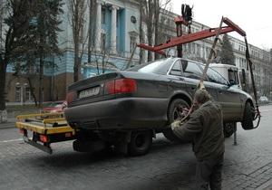 В Киеве временно вернули эвакуаторы