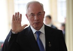 Подавший в отставку Азаров на два дня уехал в Норвегию