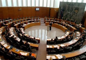 Словенский министр, оказавшийся в центре коррупционного скандала, подал в отставку