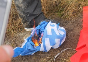 На Говерле сожгли флаги Партии регионов и СССР