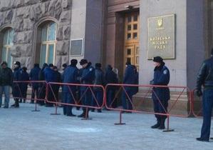 Киевсовет охраняет рекордное количество бойцов Беркута, произошла потасовка