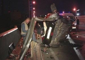 В Киеве водитель Infiniti G35 разбился на большой скорости