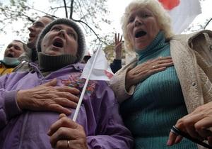Возле Печерского суда  находятся шесть тысяч сторонников и противников Тимошенко