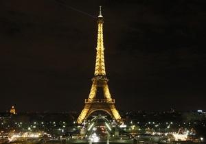 Новости Франции - Эйфелева башня: Во Франции полиция изъяла 60 тонн нелегальных Эйфелевых башен