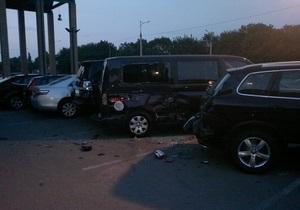 В Днепропетровске пьяный водитель грузовика разбил 15 автомобилей
