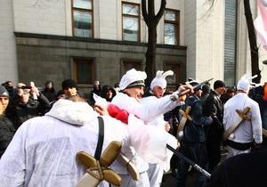 новости Киева - митинг - Дурнев - кролики - оппозиция - выборы мэра Киева - На митинге в Киеве оппозиционеры отогнали группу митингующих в костюмах кроликов
