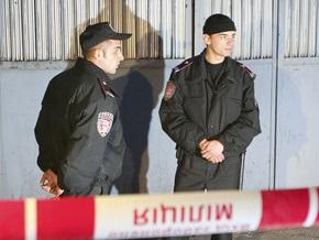 Двое украинцев и россиянин украли у пенсионерки картину и десять цыплят