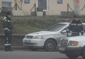 Во Львовской области нетрезвый депутат райсовета кулаками разбил автомобиль ГАИ