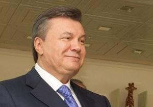Янукович в Крыму начал принимать поздравления и подарки