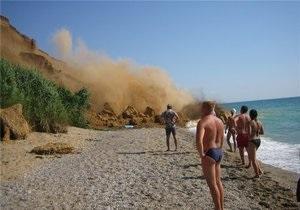 Под Севастополем случился еще один обвал на пляже