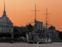 В Петербурге катер протаранил крейсер Аврора