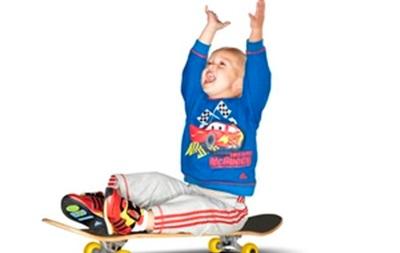 adidas выпускает новую линию детской одежды, посвященную выходу анимационного фильма  Тачки-2