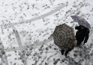 Погода: Мокрый снег и метели не отпустят Украину