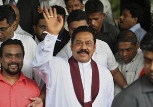 Граждане Шри-Ланки переизбрали действующего президента на второй срок