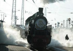 На перрон львовского вокзала прибыла копия паровоза 1861 года