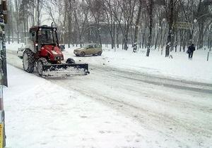 Мэрия купила 23 трактора для уборки снега в Киеве