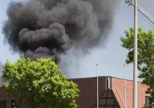 В Канаде самолет врезался в крышу офисного здания