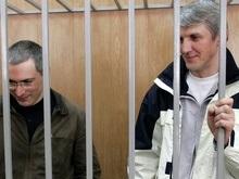 Дед Мороз принес Ходорковскому и Лебедеву мандарины и шоколад