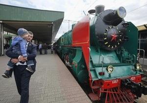 Фотогалерея: Музей прибывает на первую платформу. Уникальный ретропоезд на киевском вокзале