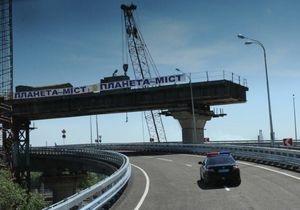 Азаров открыл заезд на Дарницкий мост в Киеве со стороны моста Патона