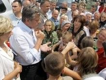 Ющенко провел пострадавших от стихии детей в Артек
