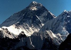На Эвересте местные проводники избили альпинистов