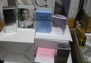 В канун праздников украинские таможенники изъяли крупную партию контрабандных парфюмов