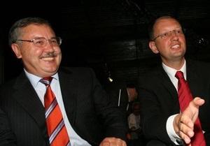 Ъ: Яценюк и Гриценко решили создать одну партию