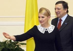 Ъ: Кабмин обязал чиновников отдавать подарки государству