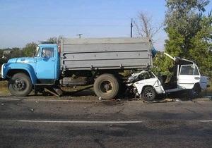 В Херсонской области Жигули врезались в припаркованный грузовик: погибли три человека