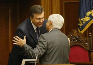Янукович проводит неформальную встречу в КС