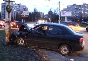 В Киеве Daewoo врезался в столб