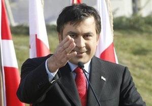Опрос: Каждый сотый россиянин положительно относится к Саакашвили