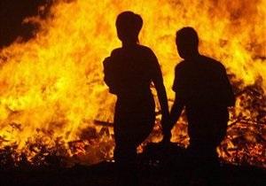 В Херсоне из-за детских игр с огнем сгорели четыре автомобиля