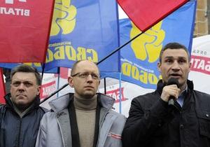 Фотогалерея: Три богатыря. Лидеры оппозиции организовали митинг под зданием ЦИК