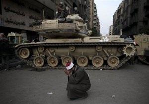 Египетская армия вывела дополнительную технику на центральную площадь Каира