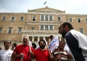 В Греции протестующие окружили здание парламента
