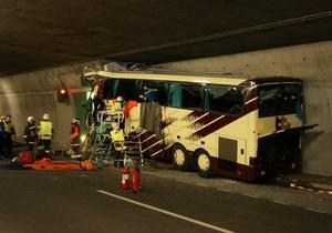 Фотогалерея: Смерть в конце тоннеля. В Швейцарии разбился автобус с детьми