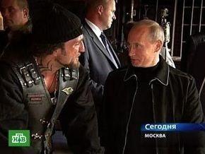 Путин встретился с байкером Хирургом и подарил ему российский флаг для поездки в Севастополь