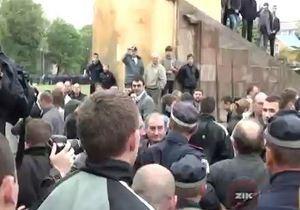 Во Львове произошла потасовка из-за красного флага